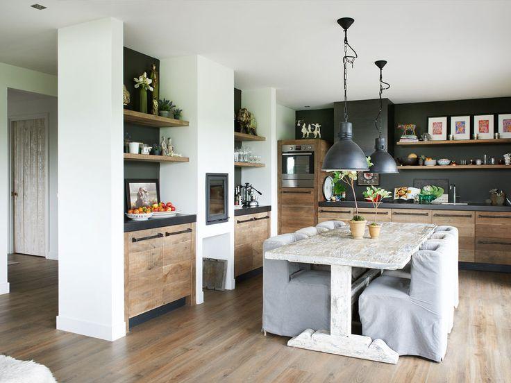 Keukens van sloophout op maat gemaakt wonen for Keuken van sloophout