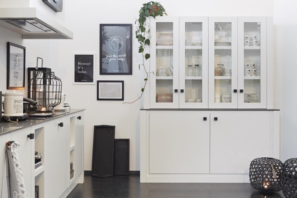 Witte houten keuken van Riverdale met bijpassende buffetkast