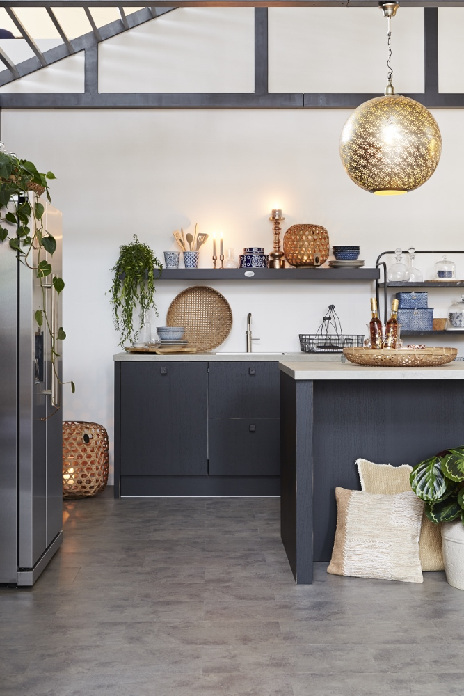 Zwarte Keuken Kopen : Binnenkijken! zwarte keuken van riverdale nieuws startpagina