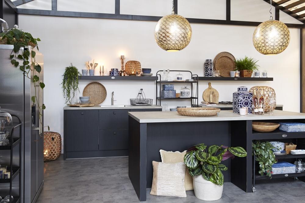 Binnenkijken zwarte keuken van riverdale nieuws startpagina voor keuken idee n uw - Keuken wit en groen ...