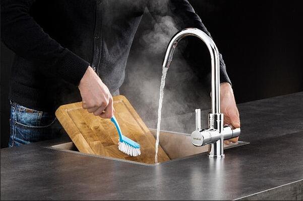 Selsiuz kokend water kraan. Hygiene in de keuken