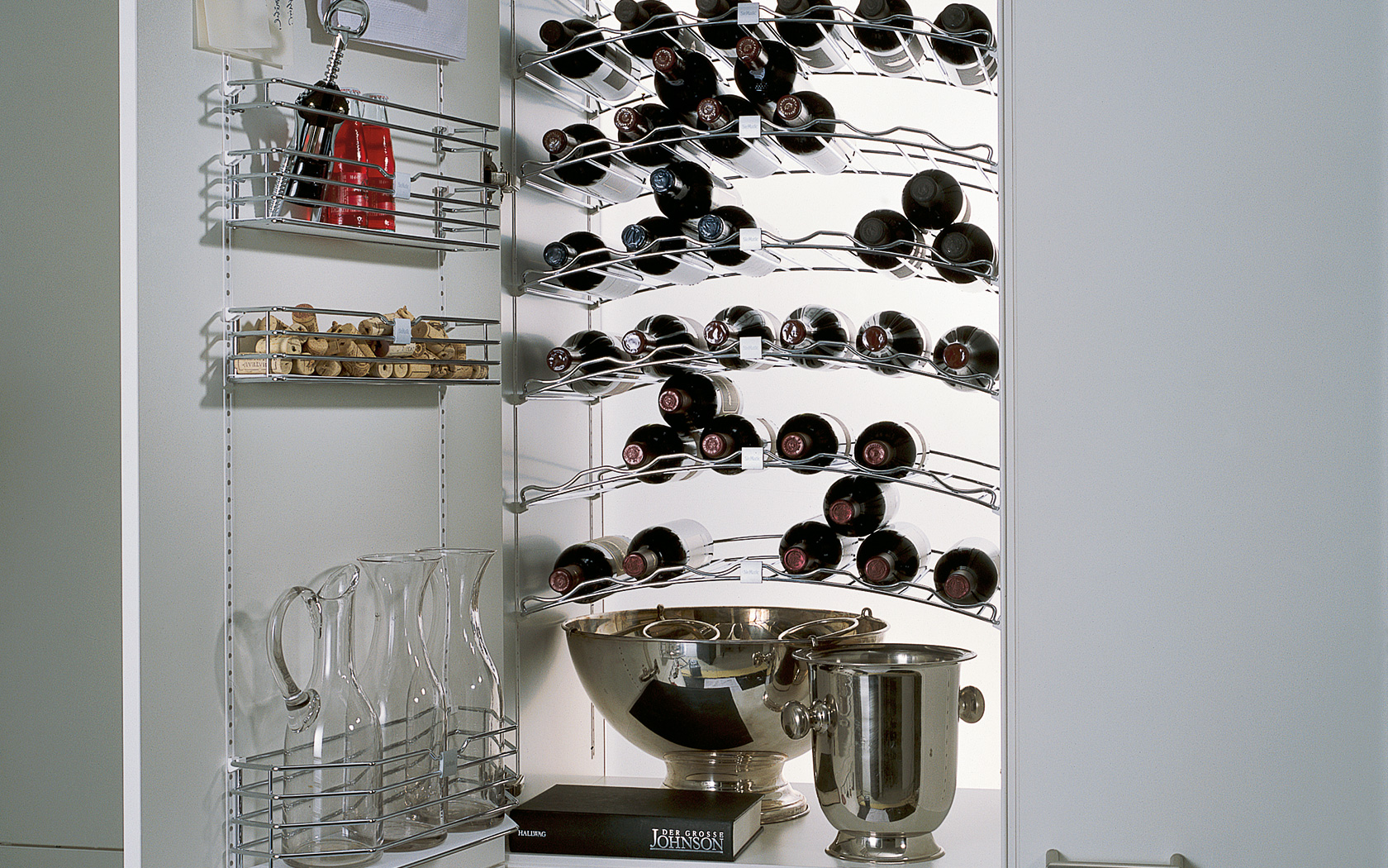 Keukenkast indeling met wijnflessen SieMatic MultiMatic