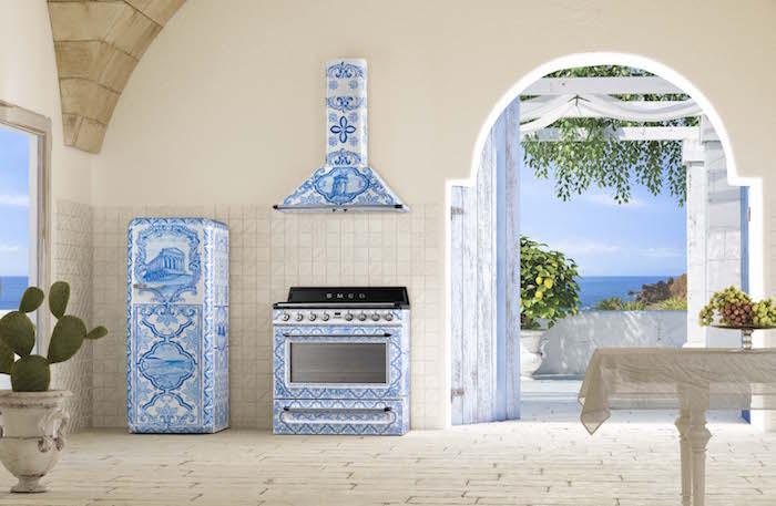 Smeg fornuis, koelkast en afzuigkap in samenwerking met Dolce & Gabbana #fornuis #keuken #madeinitaly #smeglove #smeg #dolcegabbana