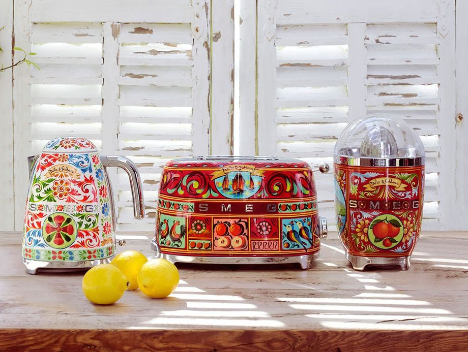 Smeg waterkoker, broodrooster, citruspers in samenwerking met Dolce & Gabbana #keuken #madeinitaly #smeglove #smeg #dolcegabbana