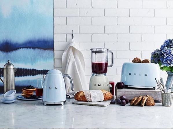 Smeg klein huishoudelijke keukenapparaten in jaren 50 stijl en mooie kleuren #smeg #smeg50style #italianstyle #keuken #keukeninspiratie #keukenapparaten #smeglove