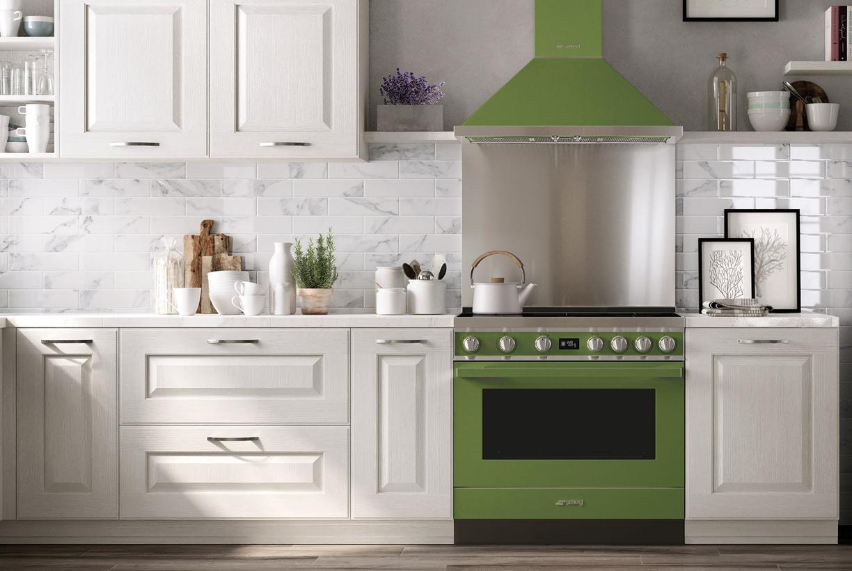 Witte keuken met Smeg fornuis Portofino #smeg #fornuis #keuken #portofino #madeinitaly