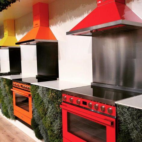 Gekleurde fornuizen van Smeg uit de Portofino lijn