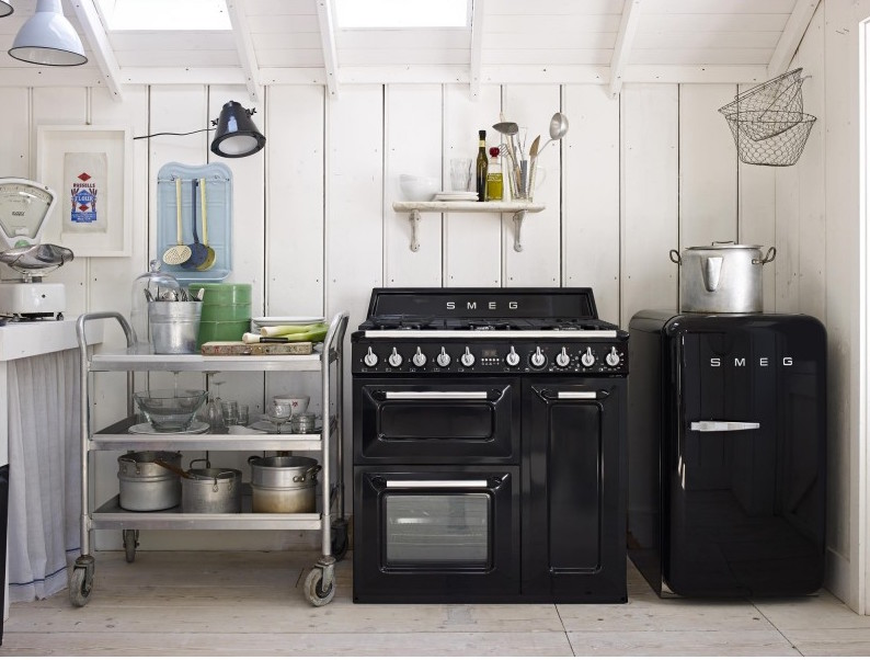 Smeg FAB 10 koelkast tafelmodel en Smeg fornuis #keuken #buitenkeuken #smeg #smeglove