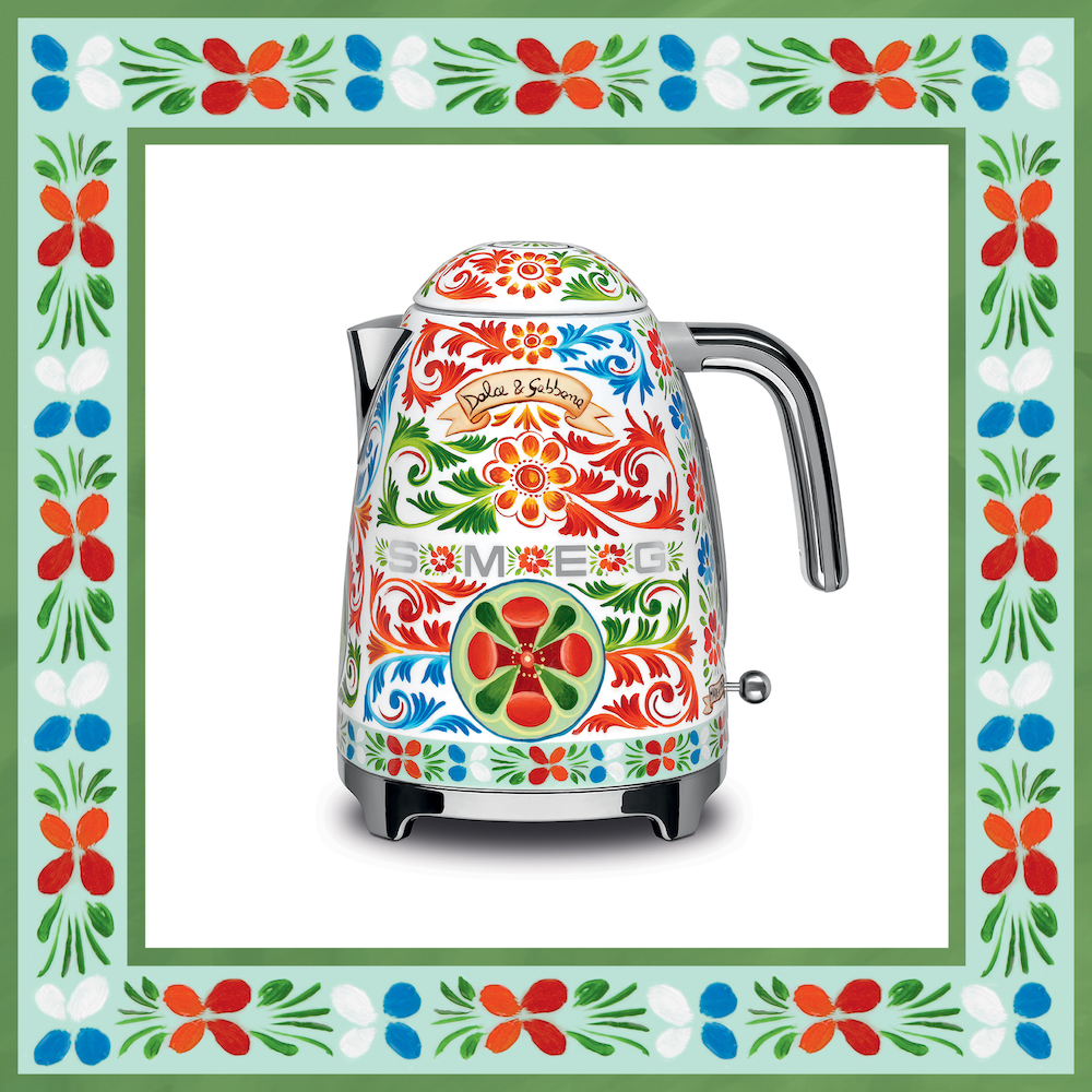 Smeg waterkoker 50's style - design Dolce&Gabbana collectie Sicily is my love #keuken #keukenapparaten #DGsicilyismylove