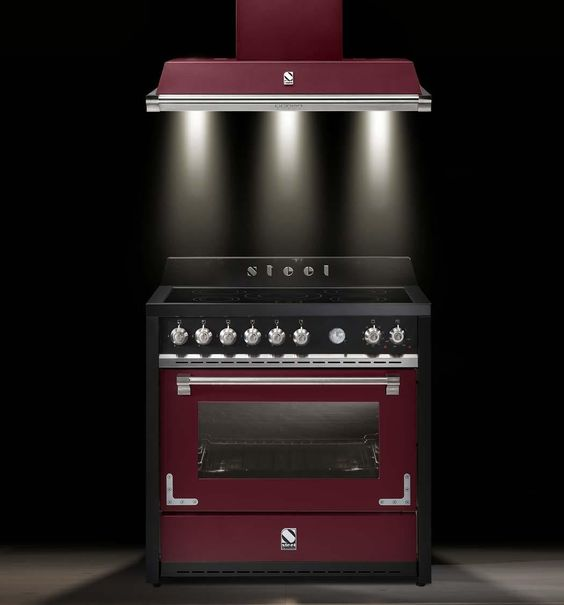 Steel fornuis Oxford in de kleur bordeaux met bijpassende afzuigkap #fornuis #keuken #kleur