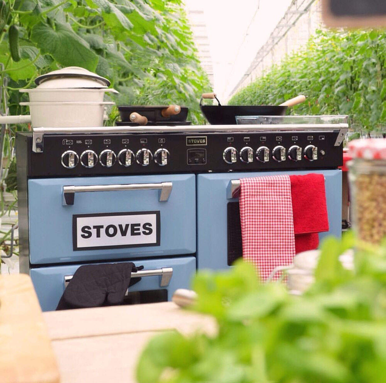 Stoves fornuis Richmond in kleur blauw - Uit Nederland proeft op RTL4 #fornuis #keukeninspiratie #gezienoptv #nederlandproeft #rtl4 #stovesfornujizen #kleurindekeuken