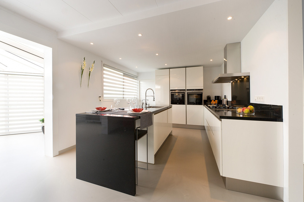 Witte hoogglans keukens voorbeelden inspiratie nieuws startpagina voor keuken idee n uw - Witte keuken met zwart werkblad ...