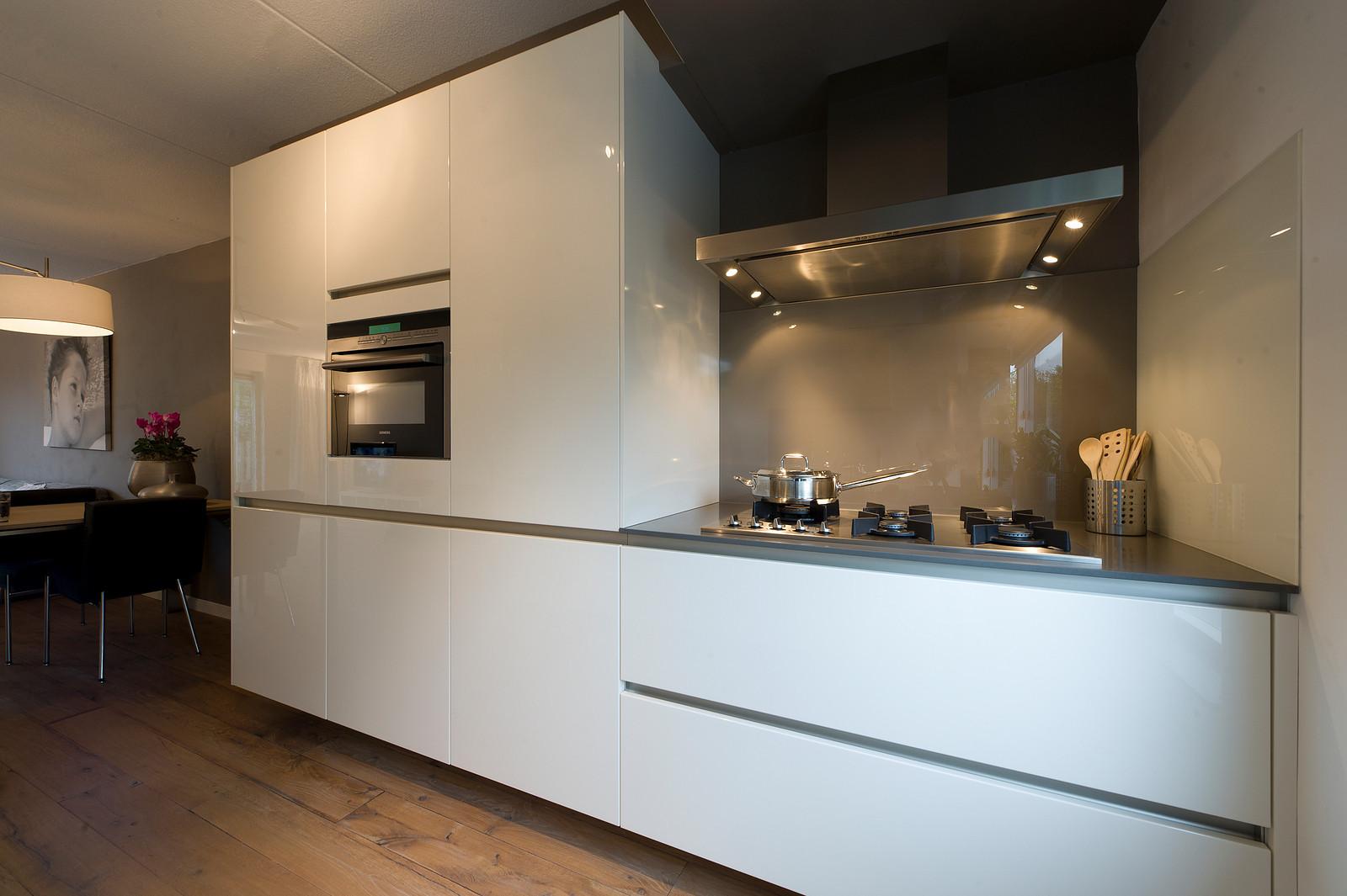 glanzend witte keuken