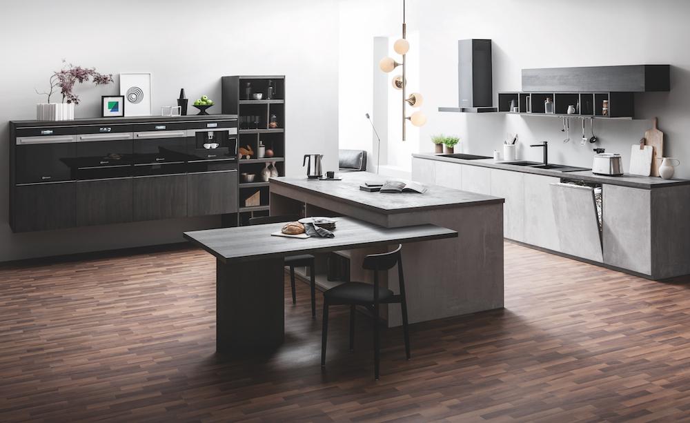 Zwarte keuken met innovatieve inbouwapparatuur van Bauknecht Collection 9 - ovens en koffieautomaat #keuken #inbouwapparatuur #bauknecht