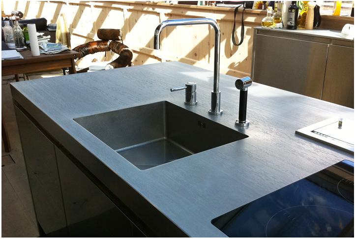 Krasvaste rvs werkbladen van concept swiss nieuws startpagina voor keuken idee n uw - Rvs plaat voor keuken ...