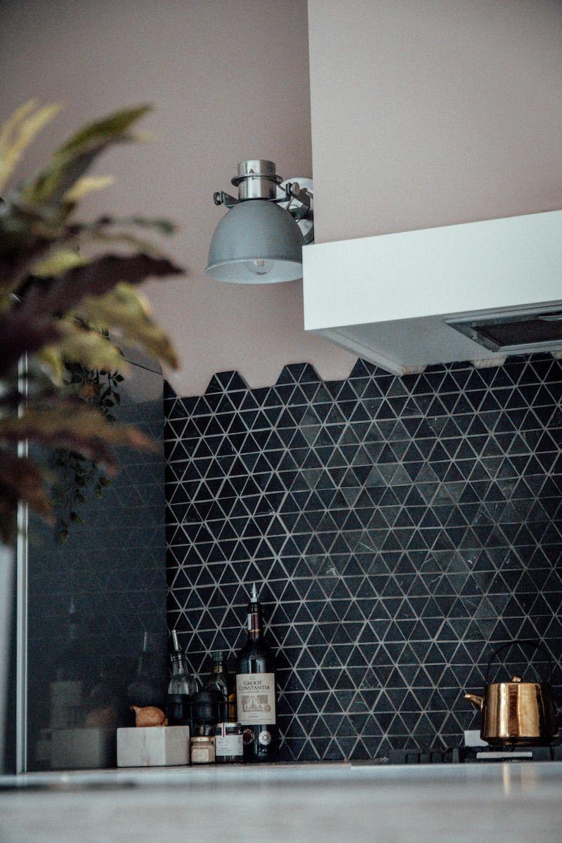 Designtegels voor de keuken #achterwand. Mosaic marmer. Hexagone #tegels #designtegels #keukentegels #wandtegels #marmer #mosaic #hexagone