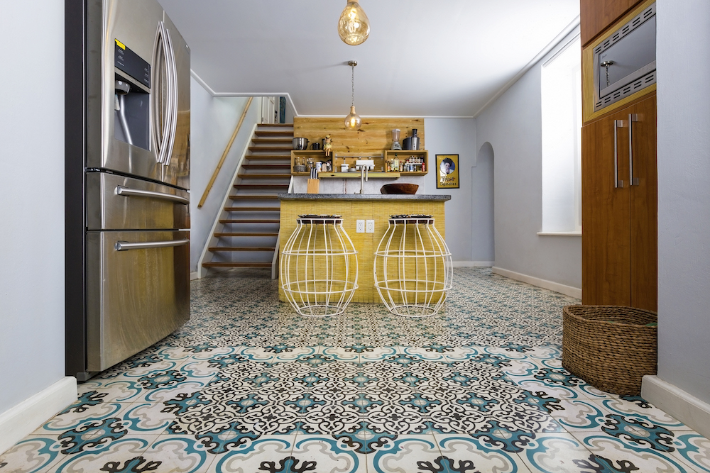 Designtegels keuken. Portugese cementtegels Azule #keukentegels #tegels #keukenvloer #cementtegels #designtegels #azule