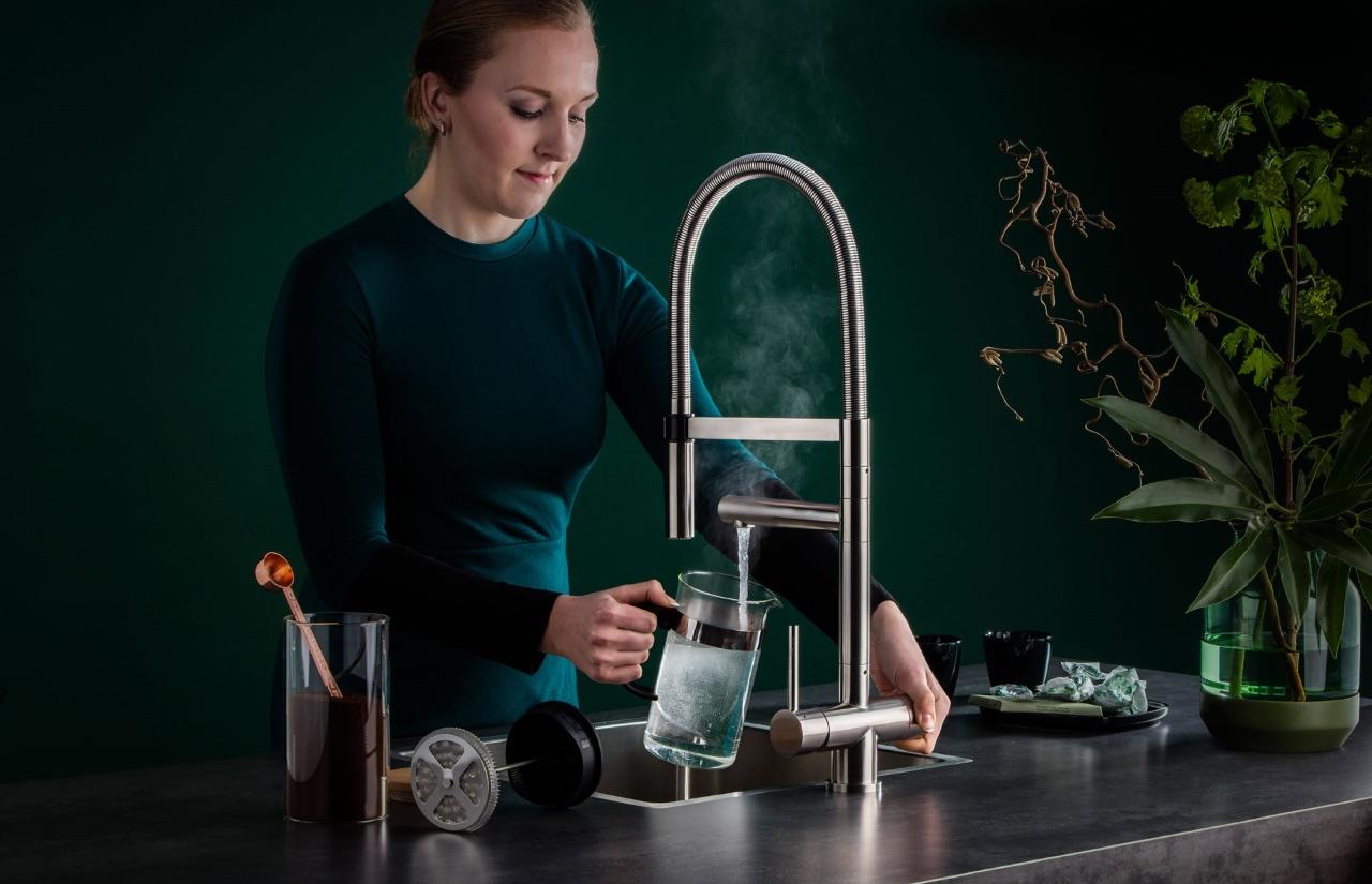 Kokendwaterkraan Easy Comfort XL warm, koud en kokendwater. Combinatie tussen kokendwater kraan en professionele kraan met spoeldouche