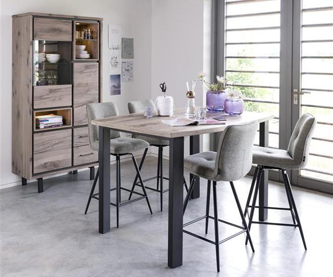 Maak van je keuken een woonkeuken met de meubels van Henders & Hazel. Bartafel, kast en barstoelen. Meubels Elvissa #bartafel #keuken #woonkeuken #barstoel #hendershazel