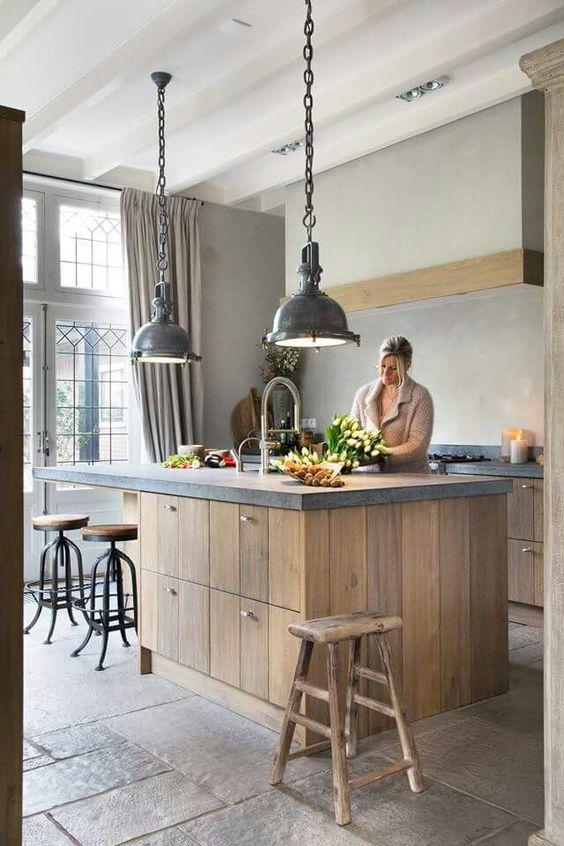 Landelijke houten keuken met keukeneiland via Tinello #keuken #kookeiland #houtenkeuken