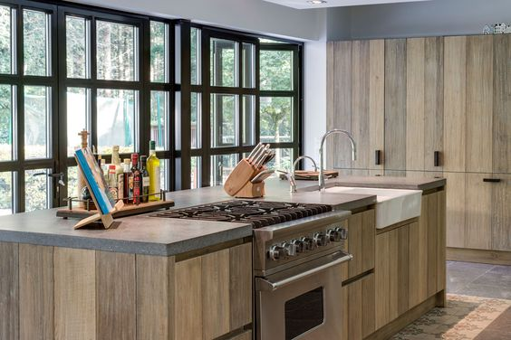 Houten keuken met kookeiland van Tinello #keuken #kookeiland #houtenkeuken