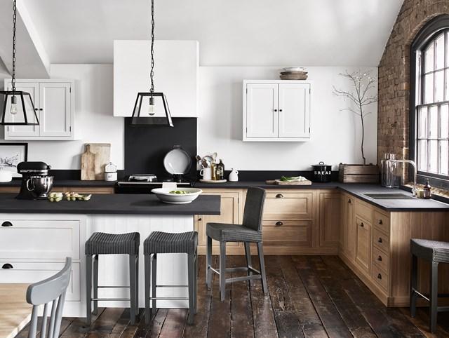 Landelijke keuken met keukeneiland van Neptune. Houten keuken Henley by Martin Zoon interior design #keukeninspiratie #keuken #houtenkeuken #landelijkwonen #landelijkestijl #martinzoon #neptune