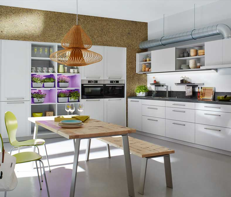 Alles over keukenindelingen: met een L-vormige keuken heb een echte gezinskeuken. Keuken van Keukenspecialist.nl