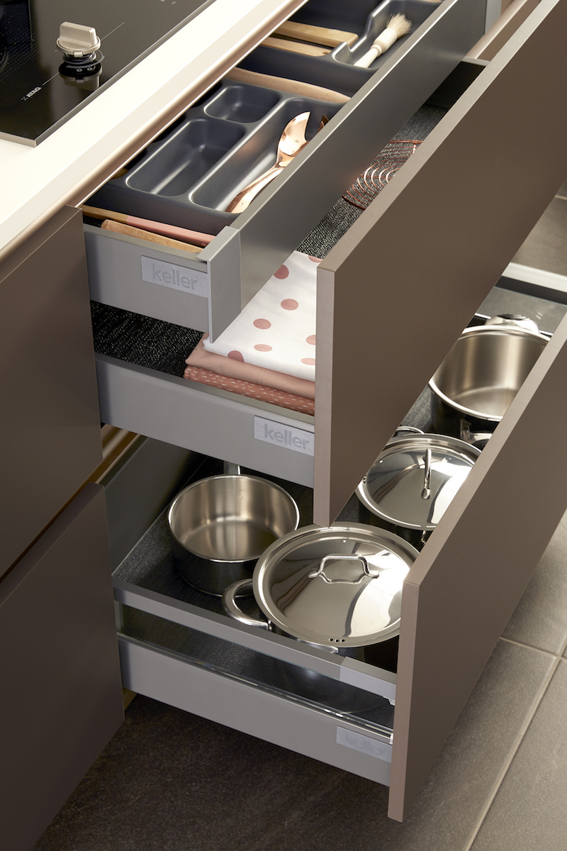 Keukenlade en inrichting keuken van Keller keukens - GL2000 Truffel #keuken #keukenlade #kellerkeukens