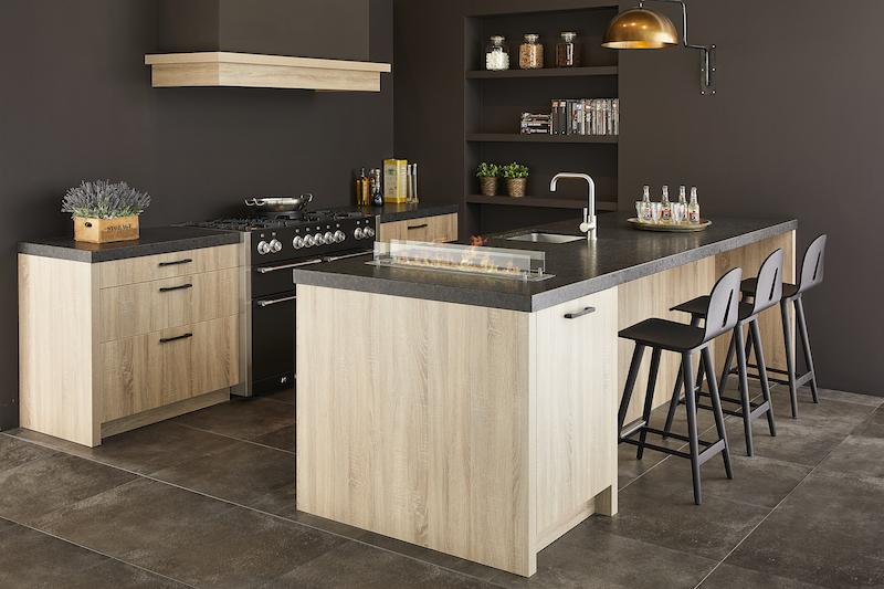 Keuken met klassieke uitstraling en industriele details van Keller Keukens #keukeninspiratie #keuken #keller #kellerkeukens