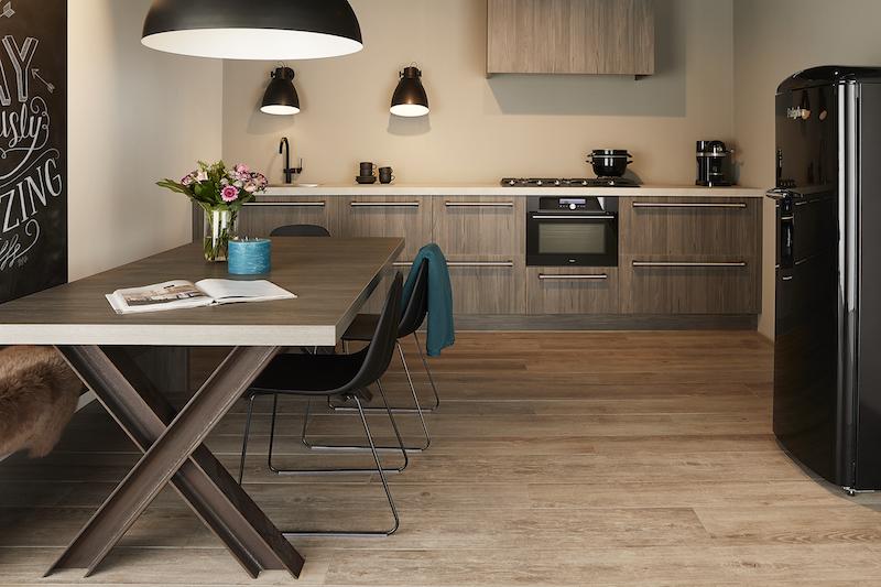 Houten keuken van Keller met industriële sfeer #keller #kellerkeuken #industrieel #keuken #keukeninspiratie