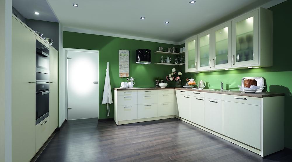 Nieuwe Keuken Tips : In deze fris ogende keuken is meer dan voldoende opbergruimte