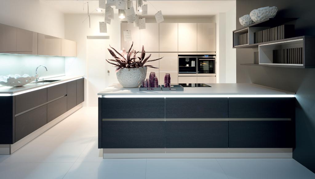 Logic keuken met fronten van eiken houtstructuur via keukenspecialist.nl