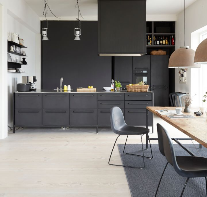 Zwarte keuken met Scandinavisch design. Vipp kitchen Concept
