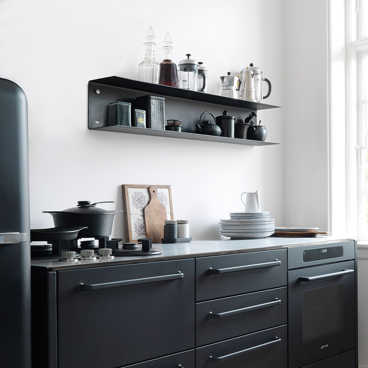 Zwarte keuken VIPP Kitchen Concept - plank VIPP 922 large