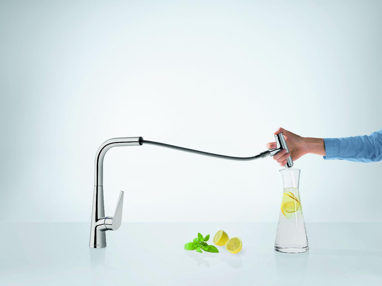 Kraan voor de keuken met uittrekbare handdouche en waterbesparende Select knop van Hansgrohe