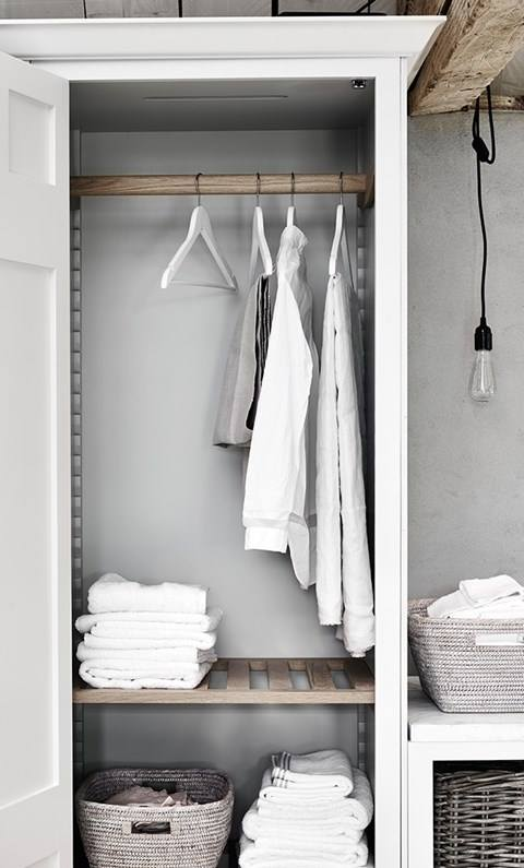 Kast waskamer - laundry room - bijkeuken. Neptune Chichester meubel via Martin Zoon Interior