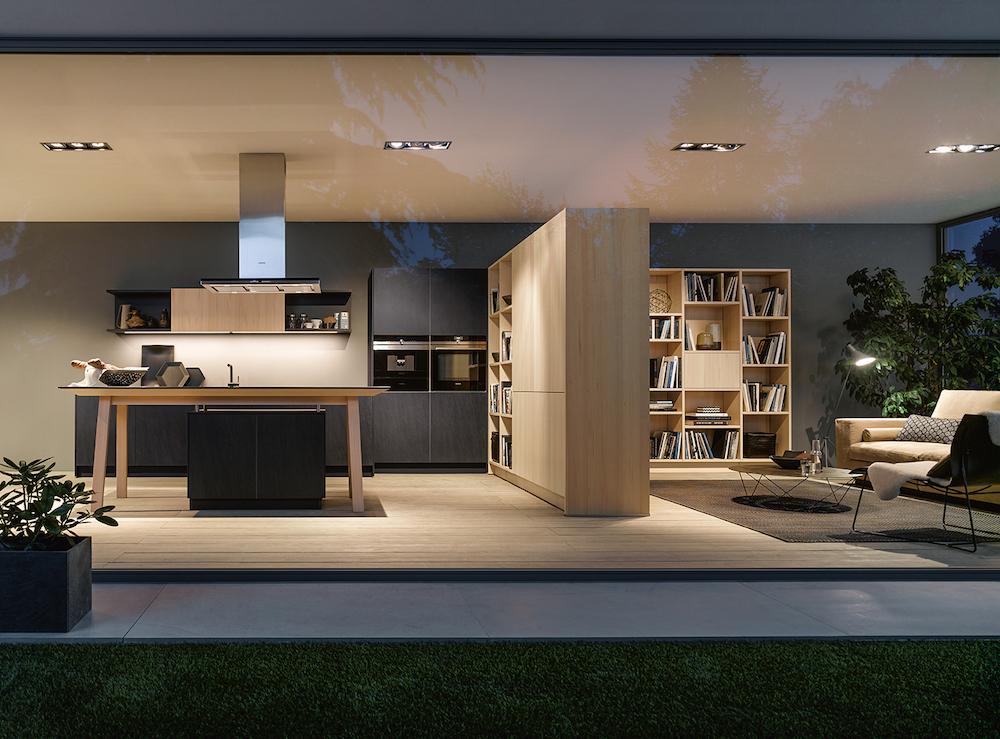 Witte kooktafel NX 950 van next125. Functioneel en uniek kookeiland. Een echte blikvanger in de keuken #next125 #kooktafel #kookeiland #inductie