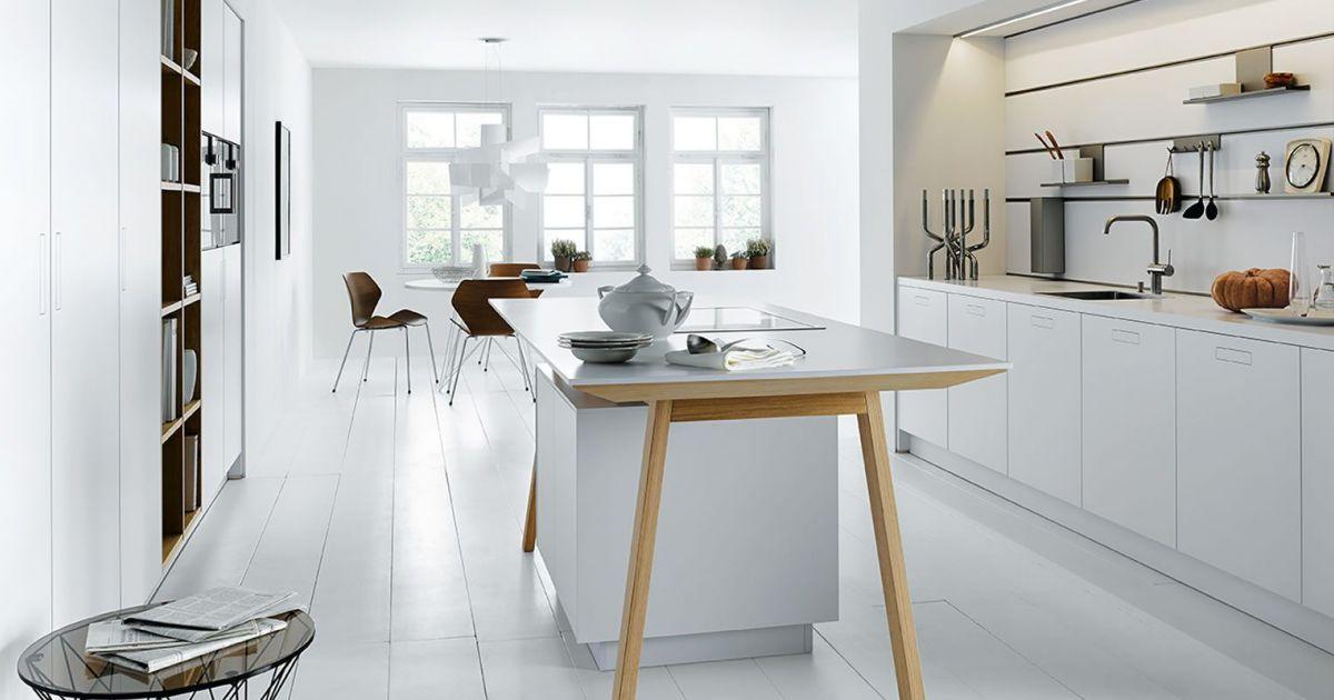 Witte kooktafel NX 800 van next125. Functioneel en uniek kookeiland. Een echte blikvanger in de keuken. Greeploze witte keuken van next125  #next125 #kooktafel #kookeiland #inductie