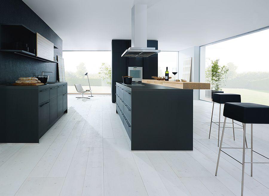 Houten ontbijtbar aan het kookeiland. Next125 bar in zwarte keuken #next125 #ontbijtbar #bar #keuken #keukeninspiratie #zwartekeuken