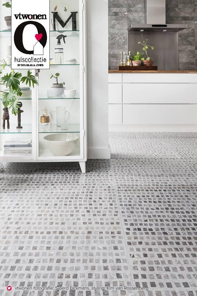 Prachtige keukenvloer met mozaiek look. Tegels vtwonen by Douglas & Jones mosaic #keuken #keukenvloer #vtwonen #interieur
