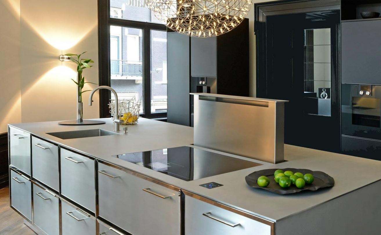 Kookeiland met massief RVS maatwerkblad van Franke - keuken van SieMatic