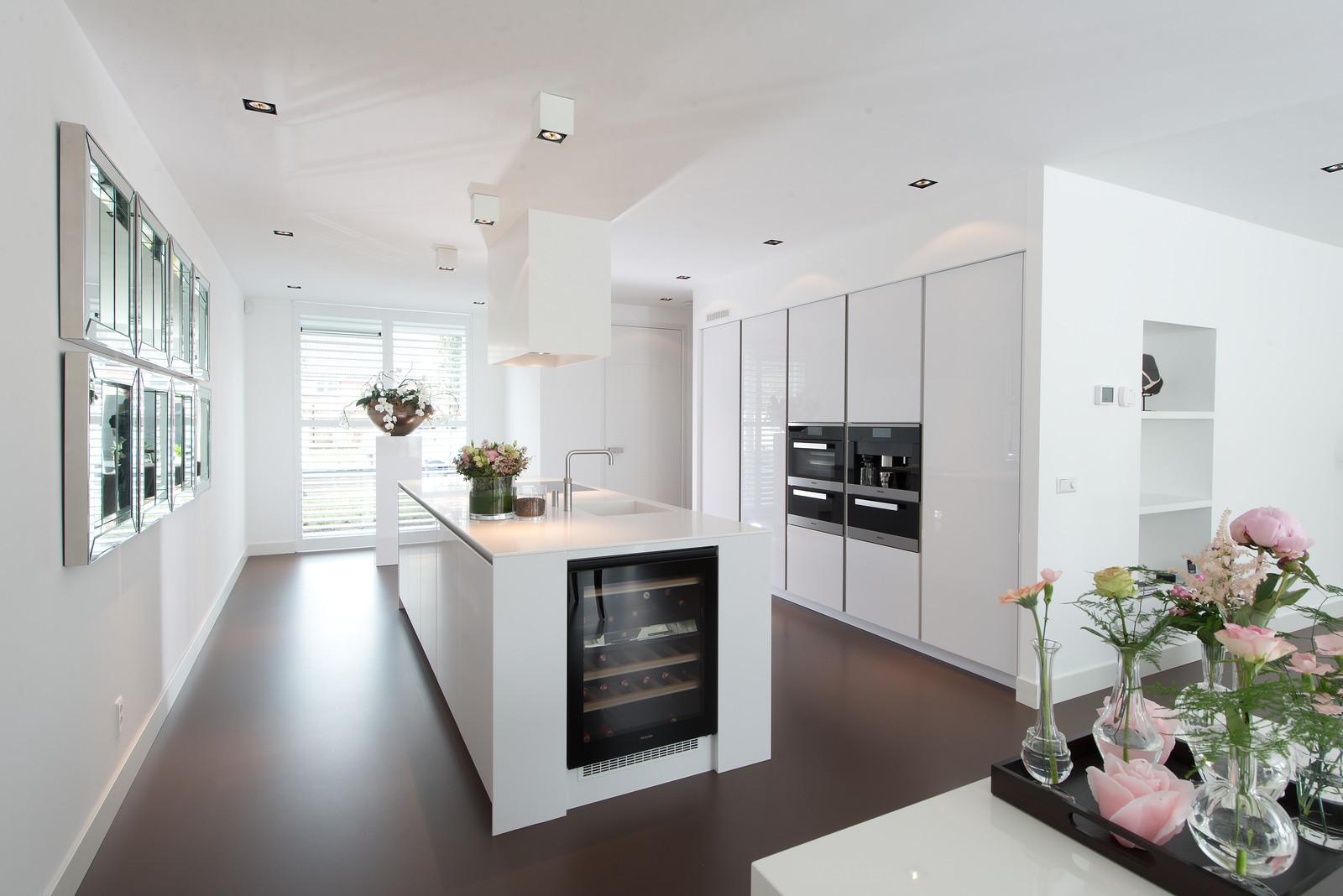 Moderne hooglans witte keuken Snaidero Way by Tieleman Keukens