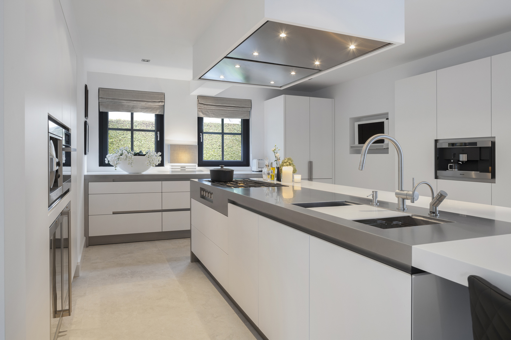 Voorbeelden Schiereiland Keuken : Witte Keuken Met Houten Werkblad : Witte keuken voorbeelden & idee?n
