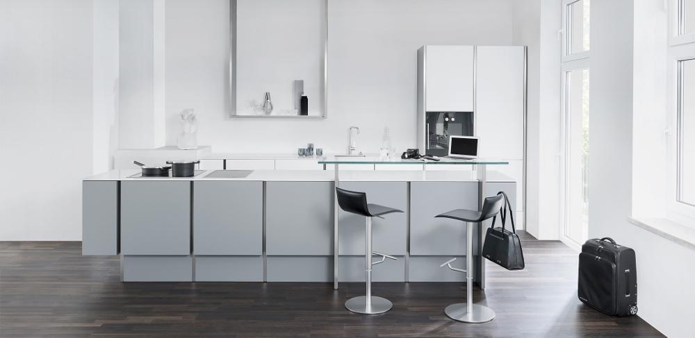 Moderne Award winning designkeuken van Poggenpohl designed by Porsche