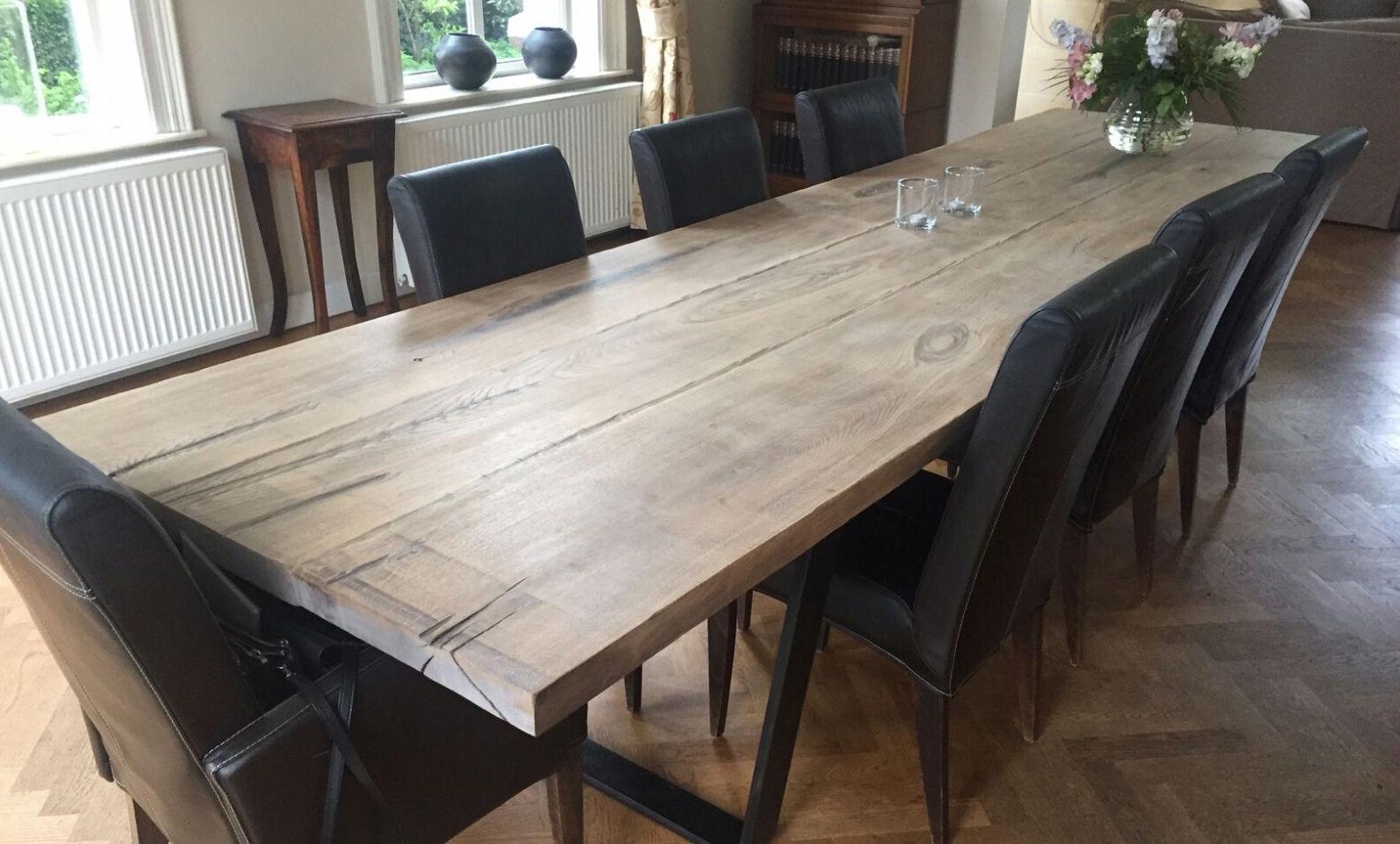 Eikenhouten eettafel met stalen onderstel. Op maat gemaakt door Woodindustries. Mooi in de woonkeuken als keukentafel of in de eetkamer #eettafel #keukentafel #hout #woodindustries #keuken