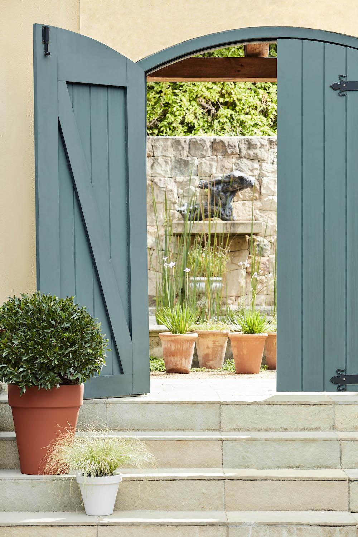Tuindeuren patio. Buitenverf blauw. Little Green #tuin