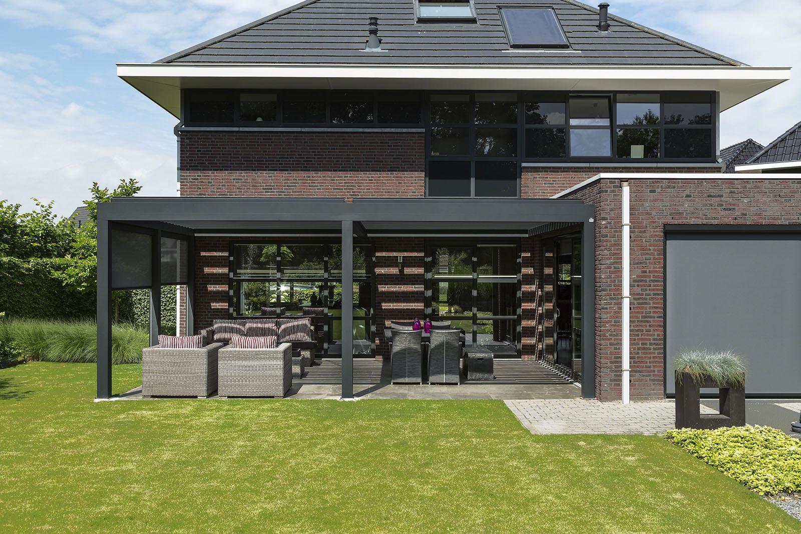 Tuintrends 2019: veranda of een terrasoverkapping. Verano lamellendak Levanto #veranda #terrasoverkapping #overkapping #tuin #tuintrends