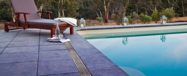 Afwatering bij het zwembad - ACO EasyGarden Poolline