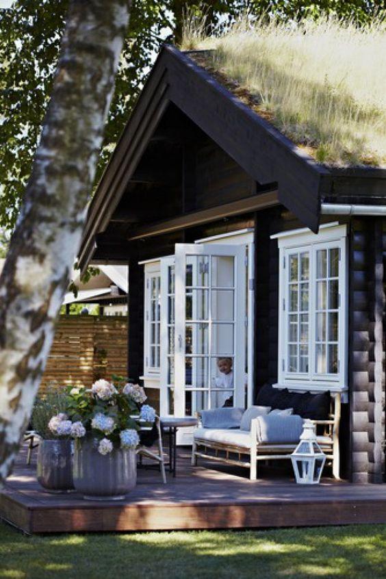 Blokhut in de tuin als tuinkantoor, gastenverblijf, weekendverblijf of mantelzorgwoning.