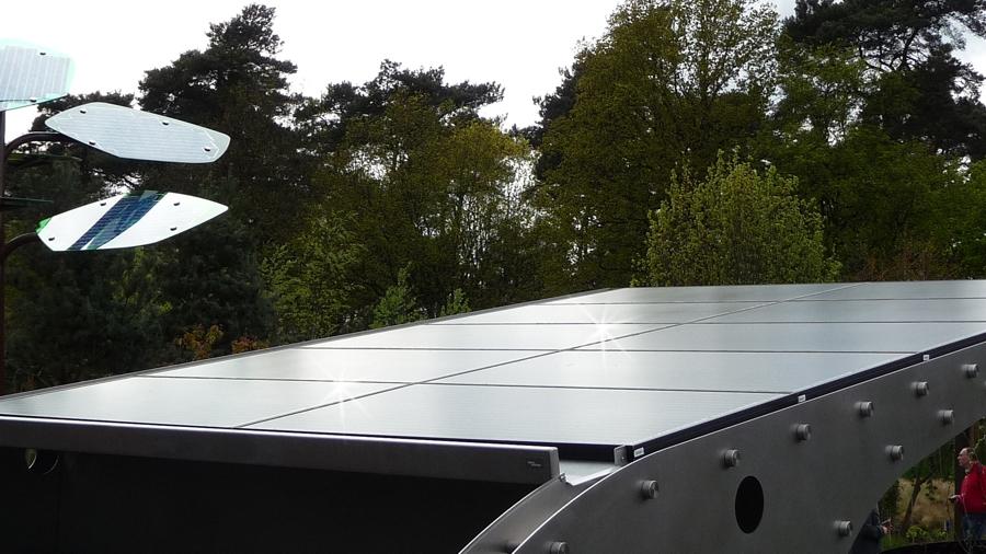 Solar Carport met zonnepanelen voor elektrische auto en overdekte buitenkeuken ABK
